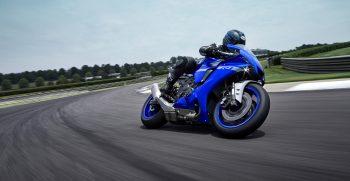 2020-Yamaha-YZF1000R1-EU-Icon_Blue-Action-001-03