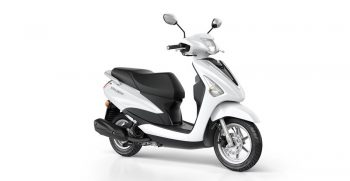 2018-Yamaha-D'elight-125-EU-Milky-White-Studio-001