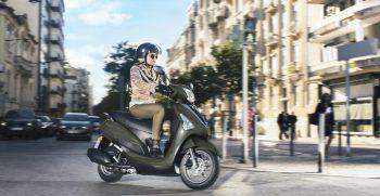 2018-Yamaha-D'elight-125-EU-Velvet-Green-Action-004