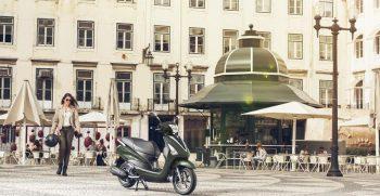 2018-Yamaha-D'elight-125-EU-Velvet-Green-Static-001