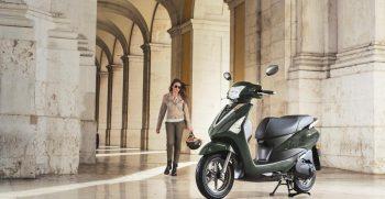 2018-Yamaha-D'elight-125-EU-Velvet-Green-Static-002