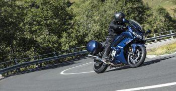 2018-Yamaha-FJR1300AS-EU-Phantom-Blue-Action-001