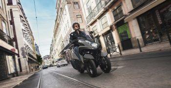2018-Yamaha-MW125-EU-Matt_Grey-Action-001-03