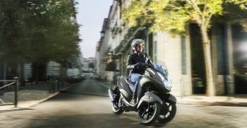 2018-Yamaha-MW125-EU-Matt_Grey-Action-002-03