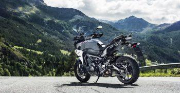 2018-Yamaha-Tracer-900-EU-Nimbus-Grey-Static-004