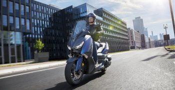 2018-Yamaha-X-MAX-400-EU-Phantom-Blue-Action-007