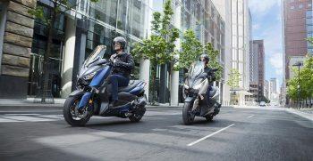 2018-Yamaha-X-MAX-400-EU-Phantom-Blue-Action-008