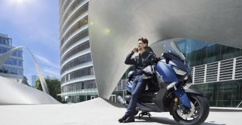 2018-Yamaha-X-MAX-400-EU-Phantom-Blue-Static-003