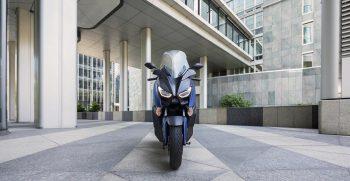 2018-Yamaha-X-MAX-400-EU-Phantom-Blue-Static-006