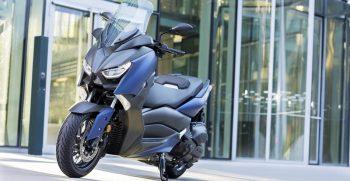 2018-Yamaha-X-MAX-400-EU-Phantom-Blue-Static-007