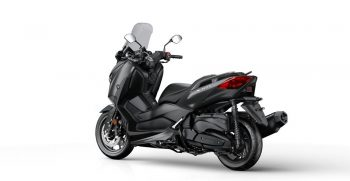 2018-Yamaha-X-MAX-400-EU-Sonic-Grey-Studio-005