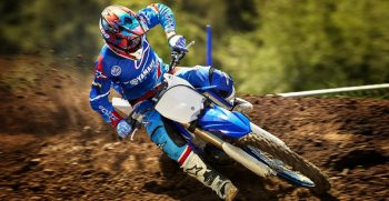 2018-Yamaha-YZ250-EU-Racing-Blue-Action-002