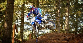 2018-Yamaha-YZ250-EU-Racing-Blue-Action-003