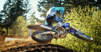 2018-Yamaha-YZ250F-EU-Racing-Blue-Action-002