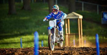 2018-Yamaha-YZ250F-EU-Racing-Blue-Action-006