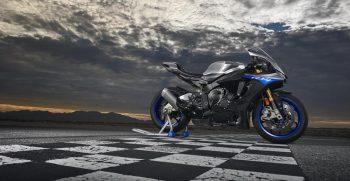 2018-Yamaha-YZF-R1M-EU-Silver-Blu-Carbon-Static-001