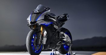 2018-Yamaha-YZF-R1M-EU-Silver-Blu-Carbon-Static-002