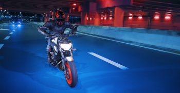 2019-Yamaha-MT07-EU-Ice_Fluo-Action-001-03