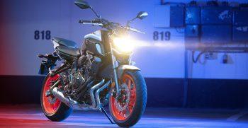 2019-Yamaha-MT07-EU-Ice_Fluo-Static-004-03