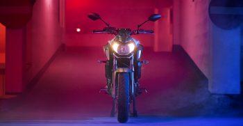 2019-Yamaha-MT07-EU-Ice_Fluo-Static-005-03