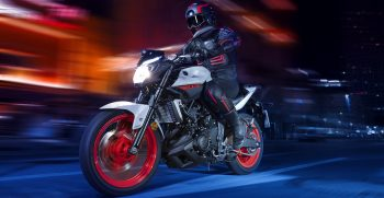 2019-Yamaha-MT320-EU-Ice_Fluo-Action-002-03