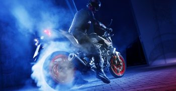 2019-Yamaha-MT320-EU-Ice_Fluo-Action-006-03