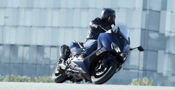2019-Yamaha-XP500ASP-EU-Phantom_Blue-Action-001-03