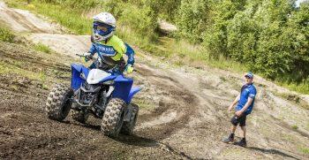 2019-Yamaha-YFZ50-EU-Racing_Blue-Action-006-03