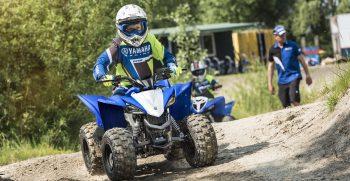 2019-Yamaha-YFZ50-EU-Racing_Blue-Action-010-03