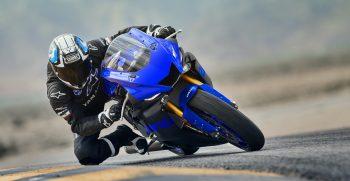 2019-Yamaha-YZF600R6-EU-Yamaha_Blue-Action-001