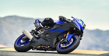 2019-Yamaha-YZF600R6-EU-Yamaha_Blue-Action-003