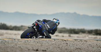2019-Yamaha-YZF600R6-EU-Yamaha_Blue-Action-005