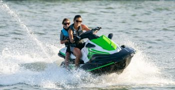 2020-Yamaha-EXDELUXE-EU-Black_with_Lime_Green-Action-002-03