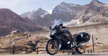 2020-Yamaha-FJR1300AESPL-EU-Midnight_Black-Static-002-03