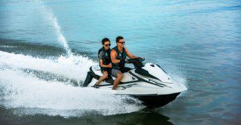 2020-Yamaha-VXCRUISER-EU-White-Action-001-03