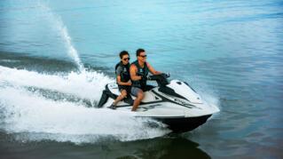 2020-Yamaha-VXCRUISER-EU-White-Action-001-03_Thumbnail