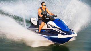 2020-Yamaha-VXCRUISERHO-EU-Yacht_Blue_with_Azure_Blue-Action-002-03_Thumbnail