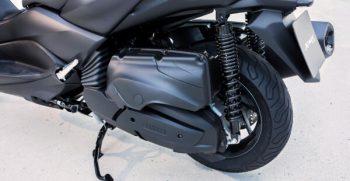 2020-Yamaha-XMAX400-EU-Detail-002-03_Mobile