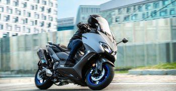 2020-Yamaha-XP500A-EU-Icon_Grey-Action-001-03