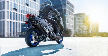 2020-Yamaha-XP500A-EU-Icon_Grey-Action-003-03