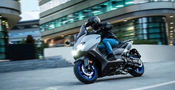 2020-Yamaha-XP500A-EU-Icon_Grey-Action-010-03