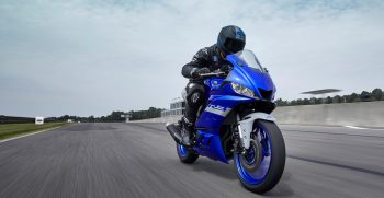 2020-Yamaha-YZF-R320-EU-Icon_Blue-Action-001-03