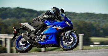 2020-Yamaha-YZF-R320-EU-Icon_Blue-Action-002-03