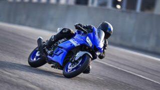 2020-Yamaha-YZF-R320-EU-Icon_Blue-Action-005-03_Thumbnail