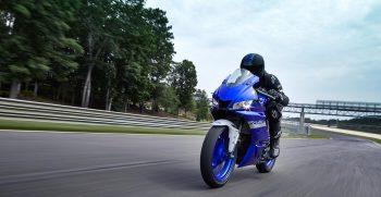 2020-Yamaha-YZF-R320-EU-Icon_Blue-Action-006-03