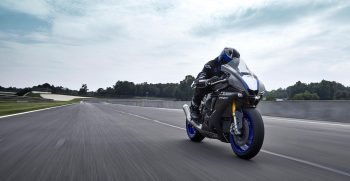 2020-Yamaha-YZF1000R1SPL-EU-Icon_Performance-Action-001-03