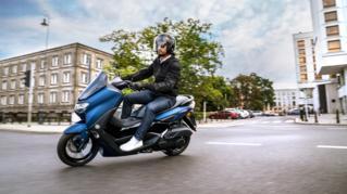 2021-Yamaha-G150-EU-Phantom_Blue-Action-002-03_Thumbnail