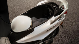 2021-Yamaha-LTS125-EU-Detail-004-03_Thumbnail