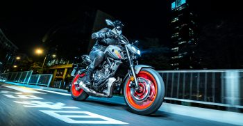 2021-Yamaha-MT07-EU-Storm_Fluo-Action-005-03