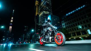 2021-Yamaha-MT07-EU-Storm_Fluo-Action-006-03_Thumbnail